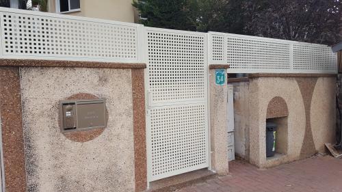 שערים וגדר פח מחורר: תמונה מס' 201