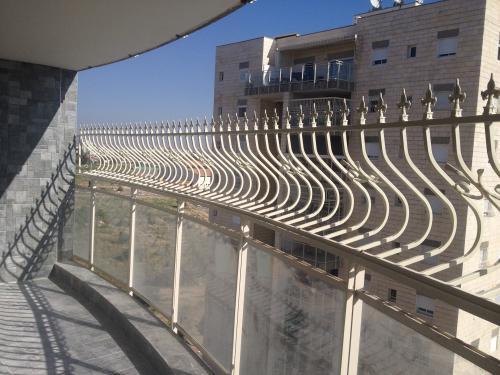 הגבהת מעקה מרפסת: תמונה מס' 201 קטגוריה:D