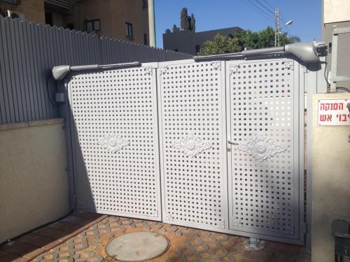 שער חשמלי ודלת כניסה: תמונה מס' 186