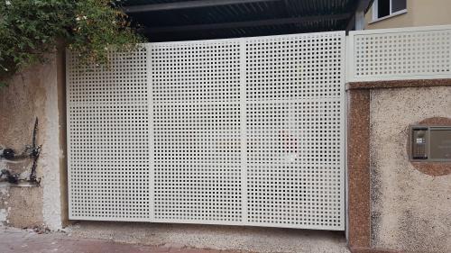 שערים וגדר פח מחורר: תמונה מס' 200