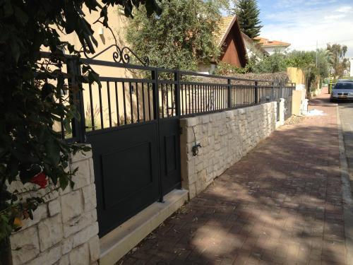 שערים וגדרות: תמונה מס' 117