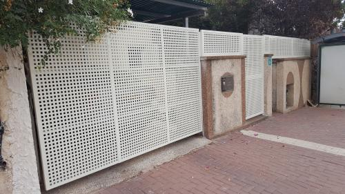 שערים וגדר פח מחורר: תמונה מס' 199