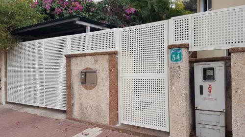 שערים וגדר פח מחורר: תמונה מס' 202