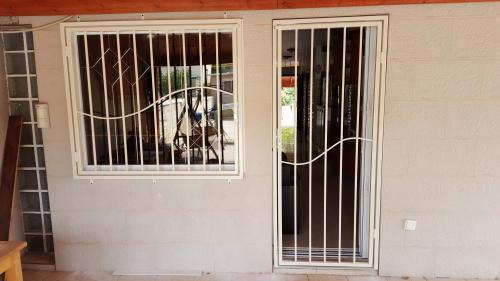 דלת וסורג נפתח: תמונה מס' 24 קטגוריה:A