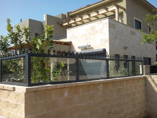 גדר בשילוב זכוכית: תמונה מס' 20